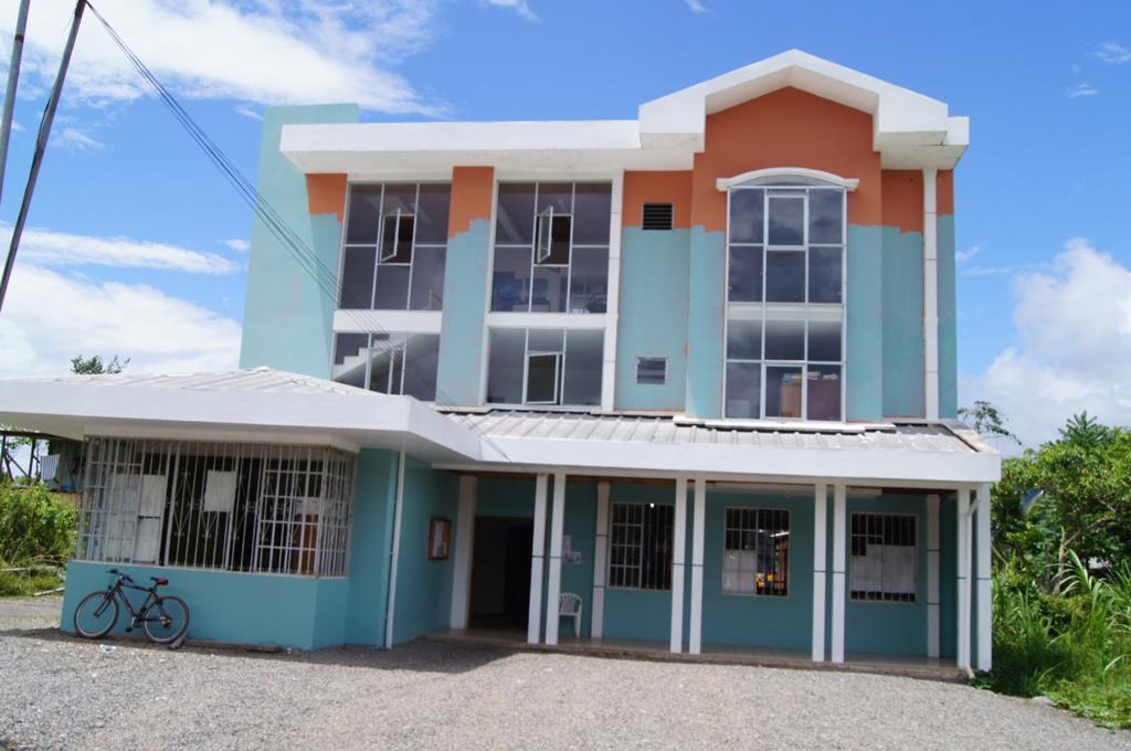 Arreglo de nueva pintura interior y exterior del municipio municipal