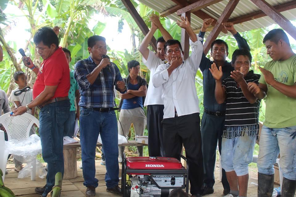 Se realizó la entrega de un generador de luz Honda y un parlante al barrio Kirub de la parroquia San José de Morona